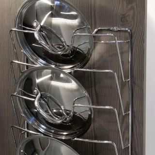 Κρεμαστή ανοξείδωτη βάση για καπάκια σκευών κουζίνας με 5 υποδοχές Emuca 8938611